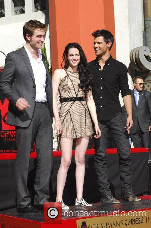 Robert Pattinson, Kristen Stewart, Taylor Lautner and Grauman's Chinese Theatre 59