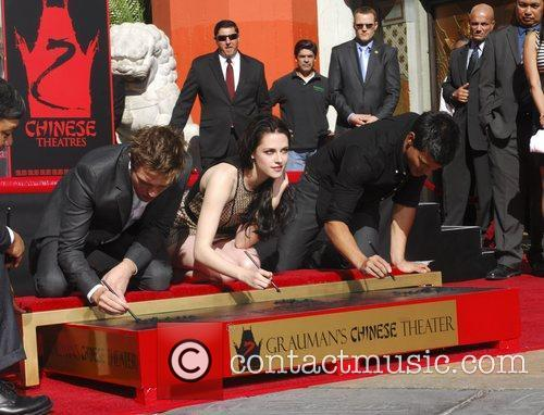 Robert Pattinson, Kristen Stewart, Taylor Lautner and Grauman's Chinese Theatre 52