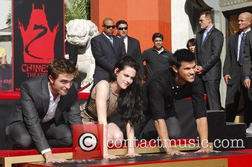 Robert Pattinson, Kristen Stewart, Taylor Lautner and Grauman's Chinese Theatre 64