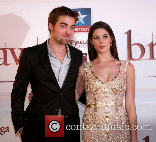 Robert Pattinson and Ashley Greene 8