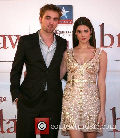 Robert Pattinson and Ashley Greene 3