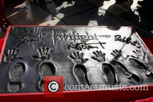 Stars of 'The Twilight Saga' films are honoured...