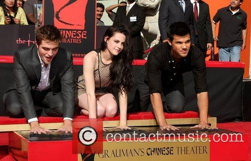 Robert Pattinson, Kristen Stewart, Taylor Lautner and Grauman's Chinese Theatre 1