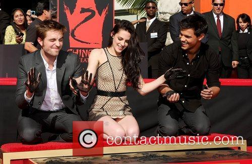 Robert Pattinson, Kristen Stewart, Taylor Lautner and Grauman's Chinese Theatre 2