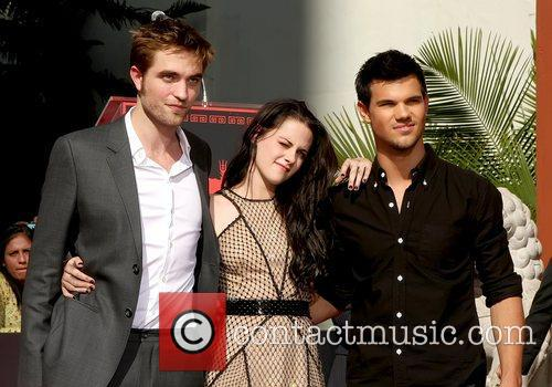 Robert Pattinson, Kristen Stewart, Taylor Lautner and Grauman's Chinese Theatre 17