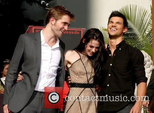 Robert Pattinson, Kristen Stewart, Taylor Lautner and Grauman's Chinese Theatre 11