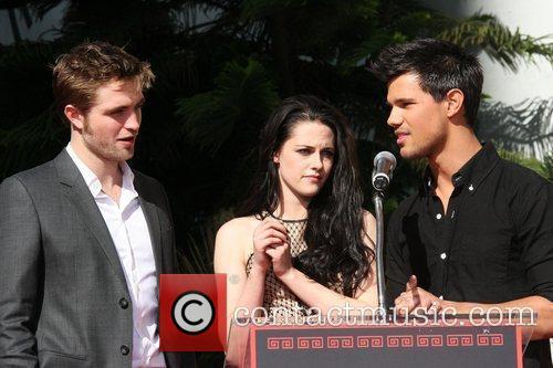 Robert Pattinson, Kristen Stewart, Taylor Lautner and Grauman's Chinese Theatre 10