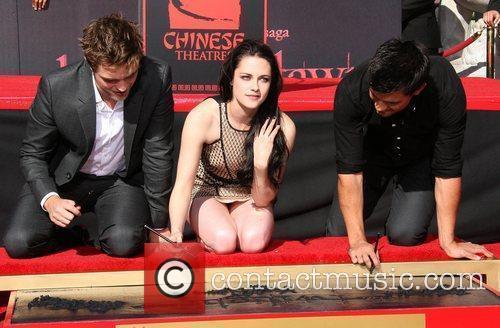 Robert Pattinson, Kristen Stewart, Taylor Lautner and Grauman's Chinese Theatre 2