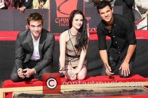 Robert Pattinson, Kristen Stewart, Taylor Lautner and Grauman's Chinese Theatre 4