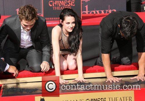 Robert Pattinson, Kristen Stewart, Taylor Lautner and Grauman's Chinese Theatre 6
