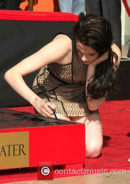 Kristen Stewart and Grauman's Chinese Theatre 8