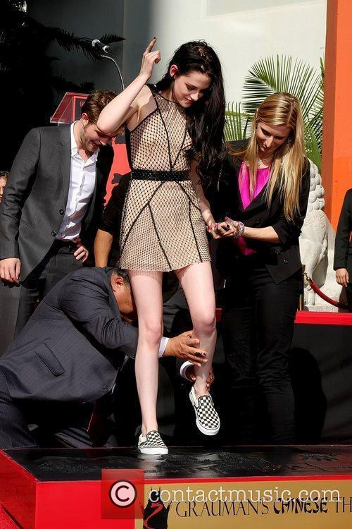 Robert Pattinson, Kristen Stewart and Grauman's Chinese Theatre 2