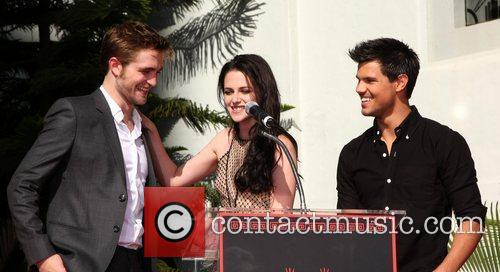 Robert Pattinson, Kristen Stewart, Taylor Lautner and Grauman's Chinese Theatre 23