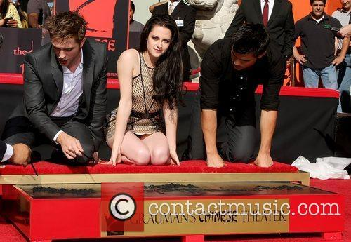 Robert Pattinson, Kristen Stewart, Taylor Lautner and Grauman's Chinese Theatre 27