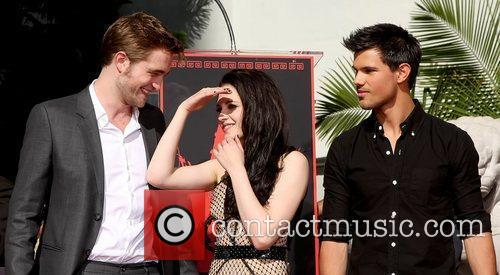 Robert Pattinson, Kristen Stewart, Taylor Lautner and Grauman's Chinese Theatre 19