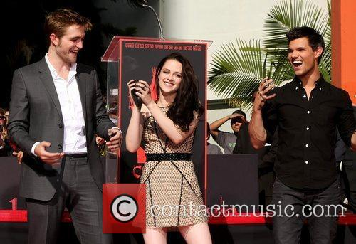 Robert Pattinson, Kristen Stewart, Taylor Lautner and Grauman's Chinese Theatre 28