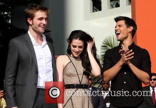 Robert Pattinson, Kristen Stewart, Taylor Lautner and Grauman's Chinese Theatre 20