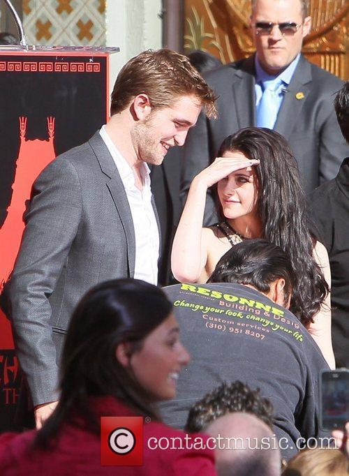 Robert Pattinson, Kristen Stewart and Grauman's Chinese Theatre 6