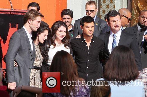 Robert Pattinson, Jimmy Kimmel, Kristen Stewart, Stephenie Meyer, Taylor Lautner and Grauman's Chinese Theatre 2