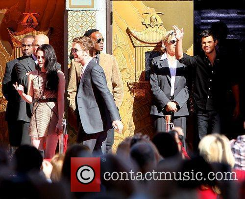 Robert Pattinson, Kristen Stewart, Taylor Lautner and Grauman's Chinese Theatre 14