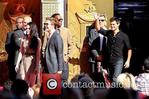 Robert Pattinson, Kristen Stewart, Taylor Lautner and Grauman's Chinese Theatre 33