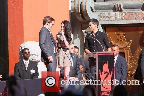 Robert Pattinson, Kristen Stewart, Taylor Lautner and Grauman's Chinese Theatre 32