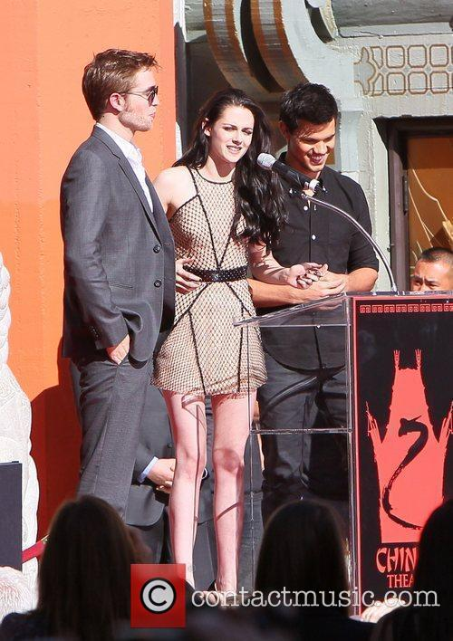 Robert Pattinson, Kristen Stewart, Taylor Lautner and Grauman's Chinese Theatre 5
