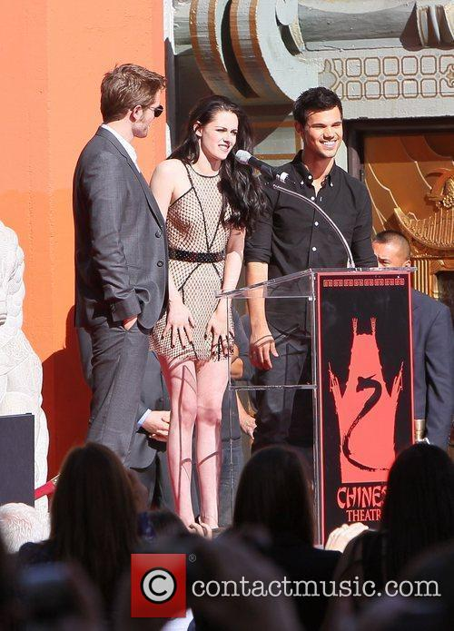 Robert Pattinson, Kristen Stewart, Taylor Lautner and Grauman's Chinese Theatre 3