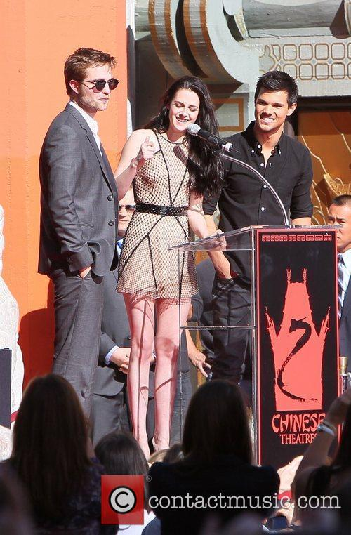 Robert Pattinson, Kristen Stewart, Taylor Lautner and Grauman's Chinese Theatre 31