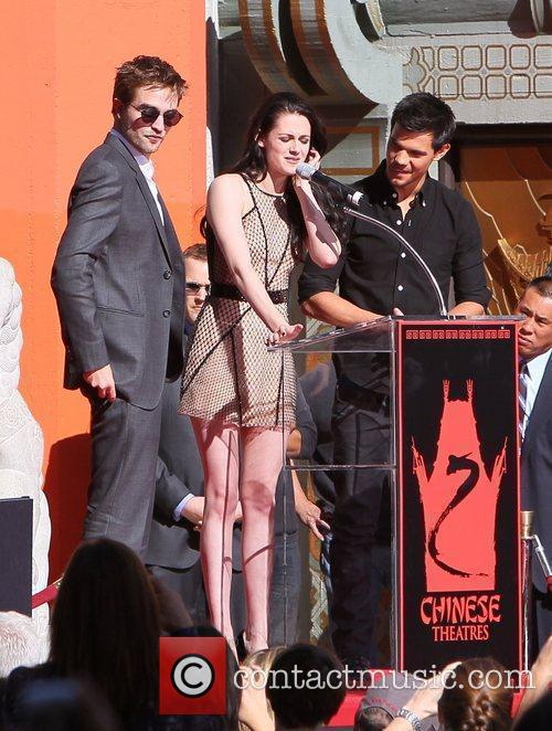 Robert Pattinson, Kristen Stewart, Taylor Lautner and Grauman's Chinese Theatre 37