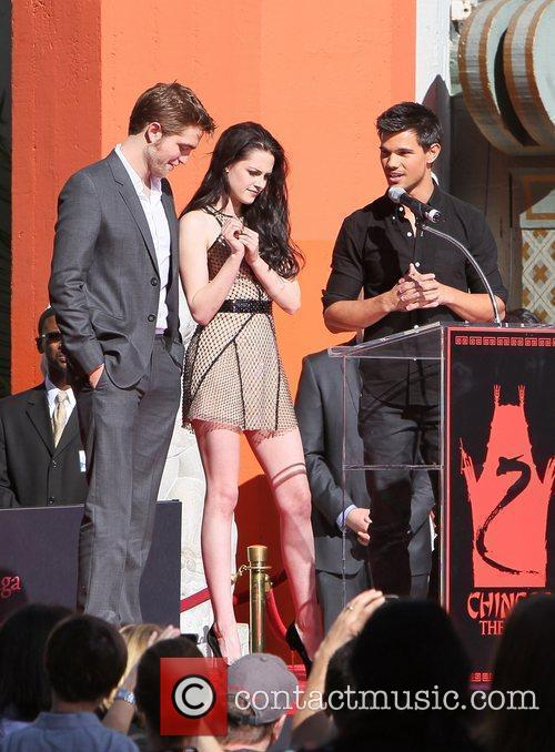 Robert Pattinson, Kristen Stewart, Taylor Lautner and Grauman's Chinese Theatre 13