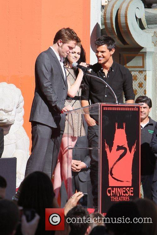 Robert Pattinson, Kristen Stewart, Taylor Lautner and Grauman's Chinese Theatre 30
