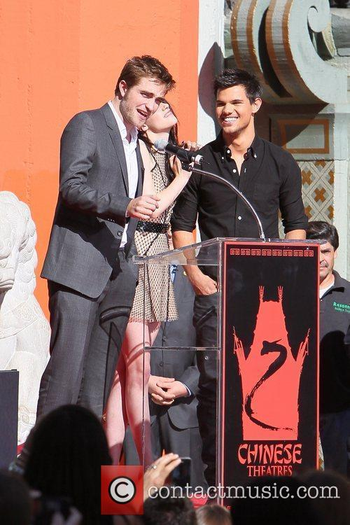 Robert Pattinson, Kristen Stewart, Taylor Lautner and Grauman's Chinese Theatre 25
