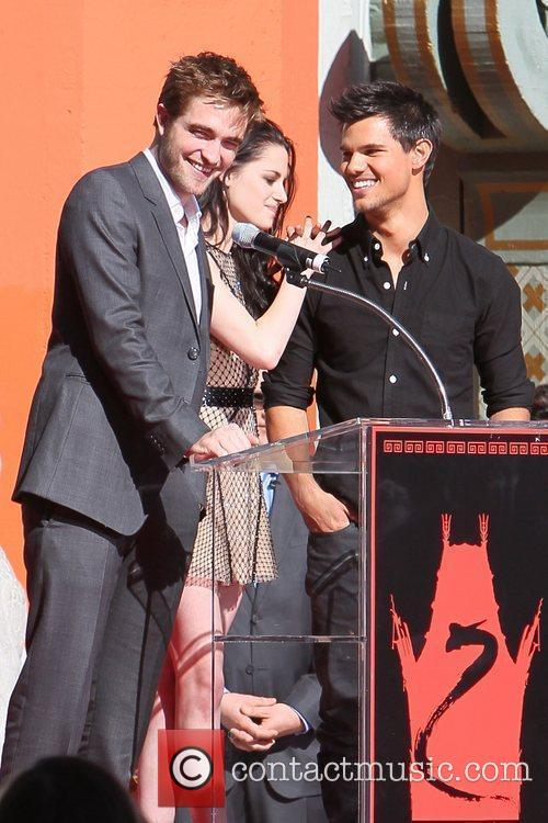 Robert Pattinson, Kristen Stewart, Taylor Lautner and Grauman's Chinese Theatre 49