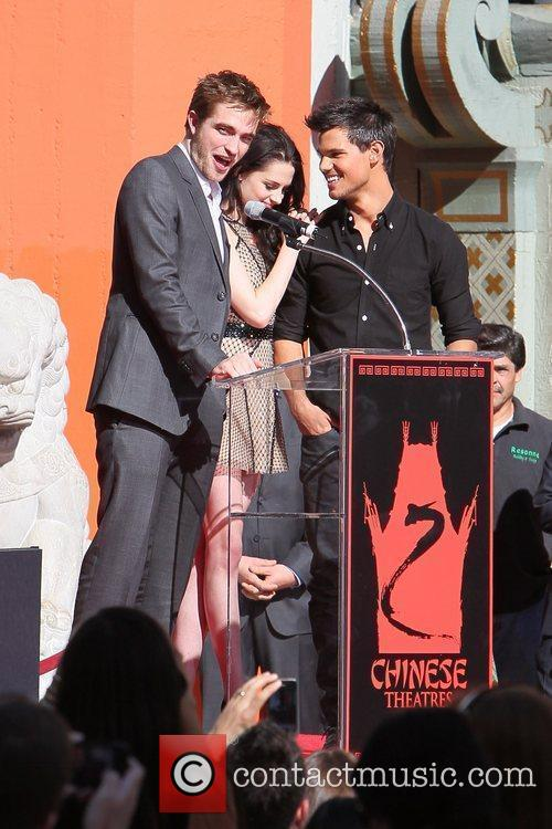 Robert Pattinson, Kristen Stewart, Taylor Lautner and Grauman's Chinese Theatre 40