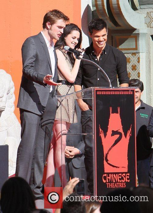 Robert Pattinson, Kristen Stewart, Taylor Lautner and Grauman's Chinese Theatre 38