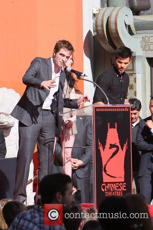 Robert Pattinson, Kristen Stewart, Taylor Lautner and Grauman's Chinese Theatre 46