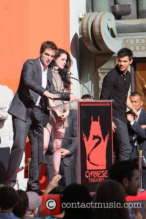 Robert Pattinson, Kristen Stewart, Taylor Lautner and Grauman's Chinese Theatre 4