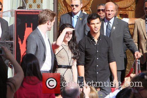 Robert Pattinson, Kristen Stewart, Taylor Lautner and Grauman's Chinese Theatre 36