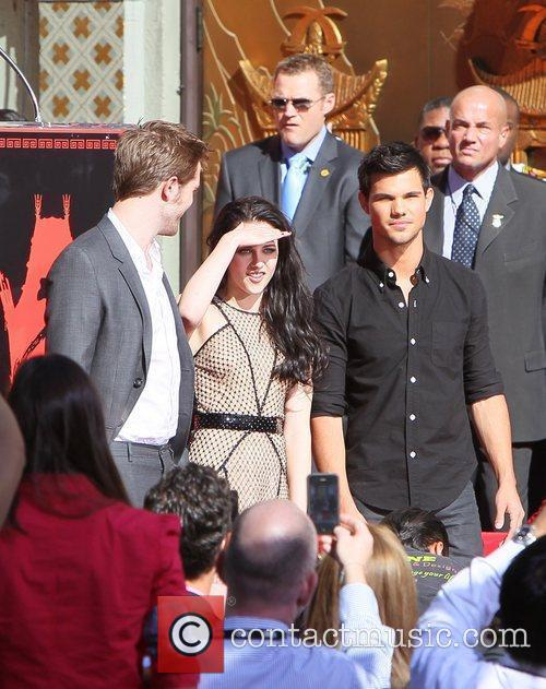 Robert Pattinson, Kristen Stewart, Taylor Lautner and Grauman's Chinese Theatre 43