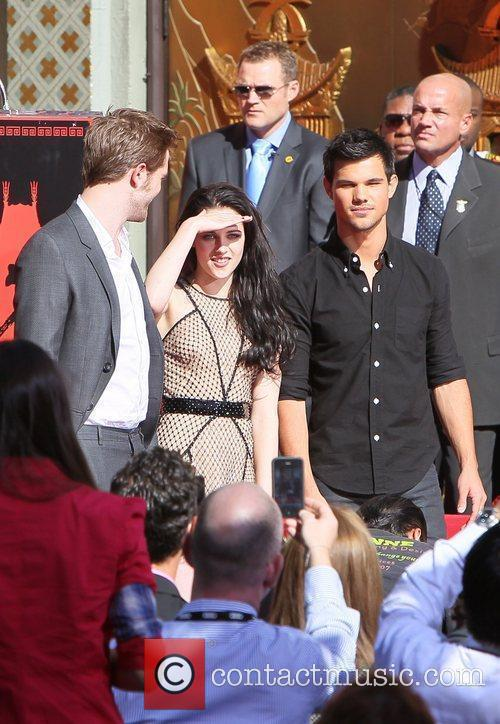 Robert Pattinson, Kristen Stewart, Taylor Lautner and Grauman's Chinese Theatre 45