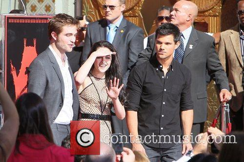 Robert Pattinson, Kristen Stewart, Taylor Lautner and Grauman's Chinese Theatre 44