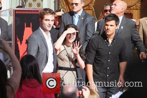 Robert Pattinson, Kristen Stewart, Taylor Lautner and Grauman's Chinese Theatre 29