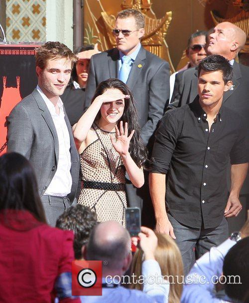 Robert Pattinson, Kristen Stewart, Taylor Lautner and Grauman's Chinese Theatre 10