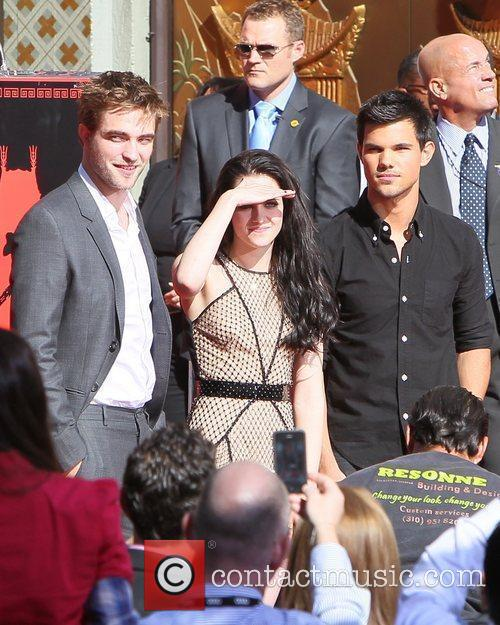 Robert Pattinson, Kristen Stewart, Taylor Lautner and Grauman's Chinese Theatre 12
