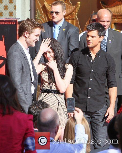 Robert Pattinson, Kristen Stewart, Taylor Lautner and Grauman's Chinese Theatre 26