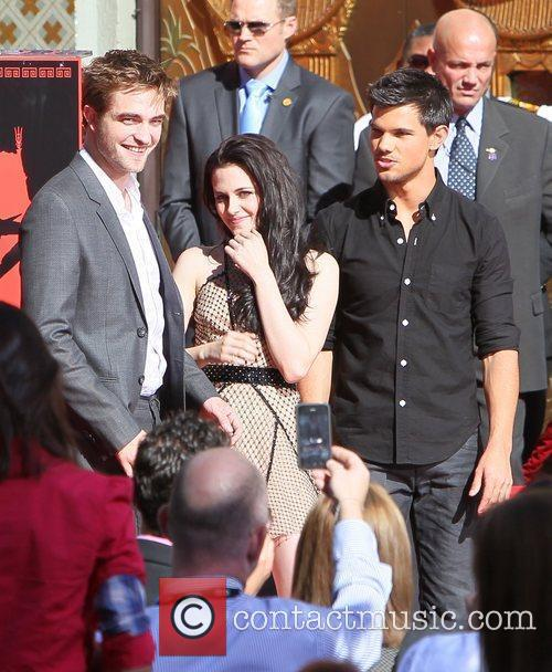 Robert Pattinson, Kristen Stewart, Taylor Lautner and Grauman's Chinese Theatre 41
