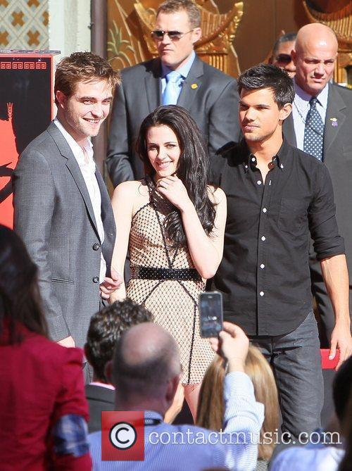 Robert Pattinson, Kristen Stewart, Taylor Lautner and Grauman's Chinese Theatre 6