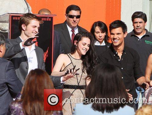 Robert Pattinson, Kristen Stewart, Taylor Lautner and Grauman's Chinese Theatre 9