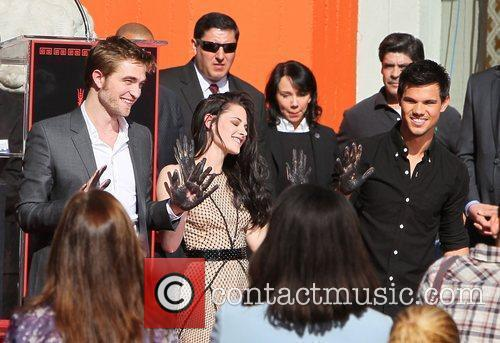 Robert Pattinson, Kristen Stewart, Taylor Lautner and Grauman's Chinese Theatre 22